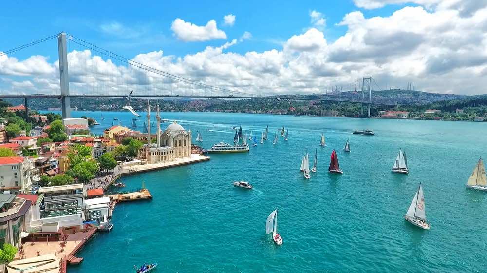Uitzicht over de Bosporus Rivier